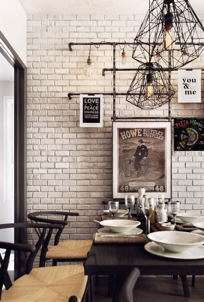 Sala de jantar com elementos em tons de preto e branco