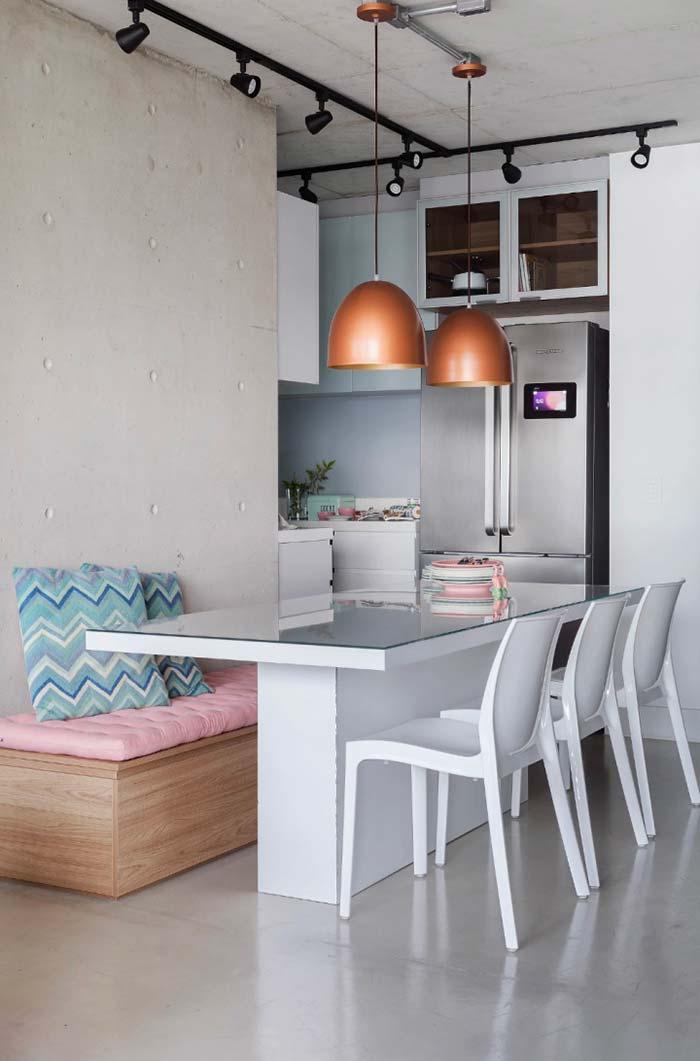 Sala de jantar com decoração clean e suave