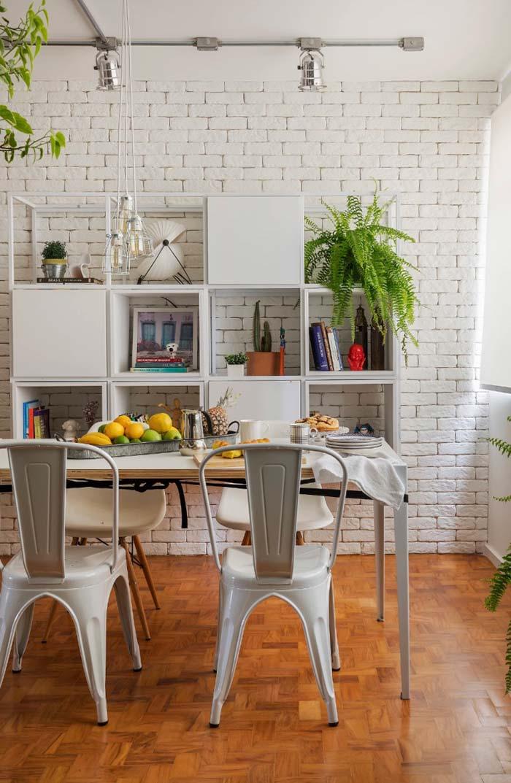 Sala de jantar decorada com nichos
