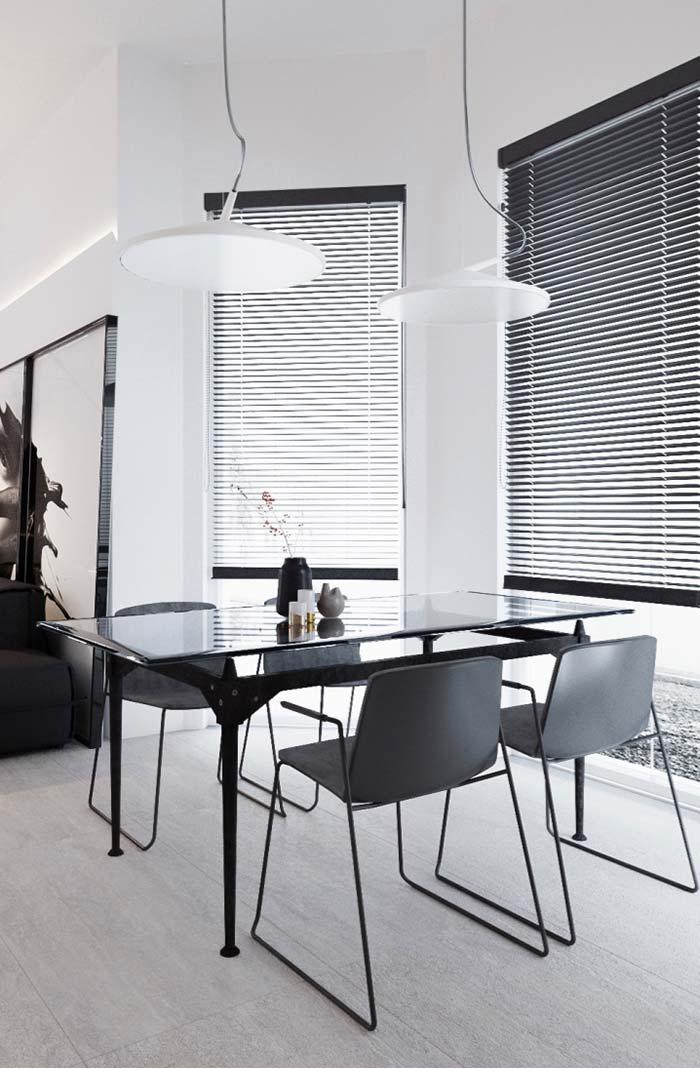 Sala de jantar preta: sofisticação até nas janelas