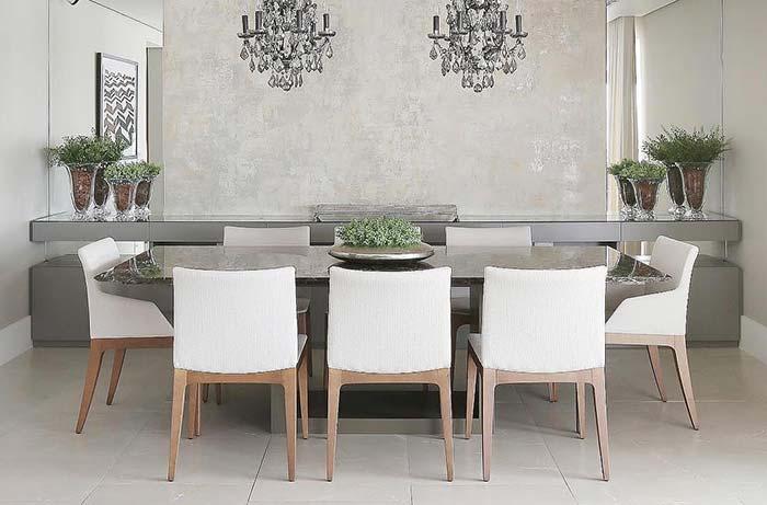 Mesa de jantar com oito lugares