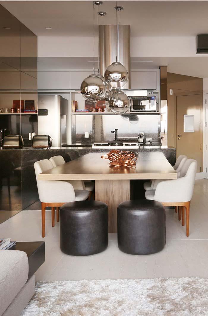 Decoração de sala de jantar com mesa de 4 lugares