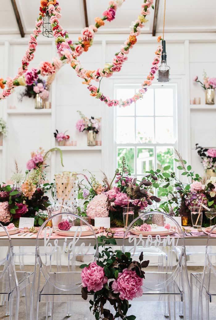 Mesa única para os noivos e convidados