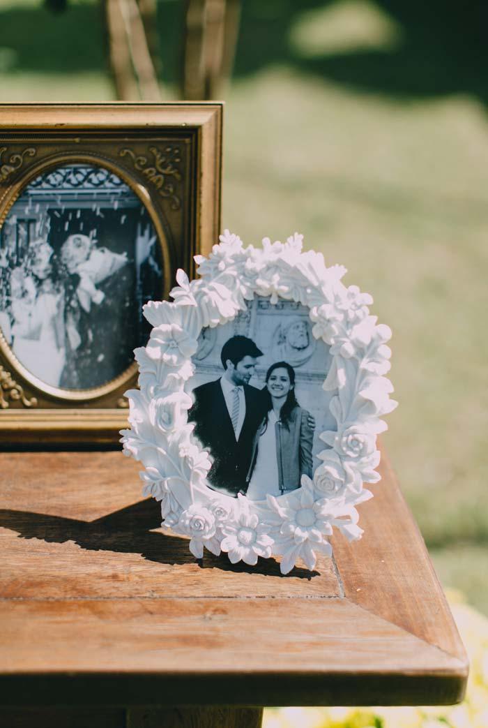 Você também pode expor suas fotos em molduras mais trabalhadas num mix de formas, cores e texturas