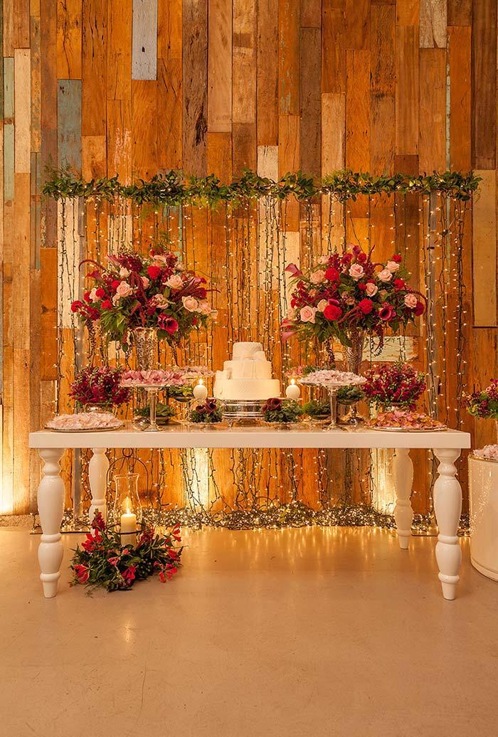 Mini wedding com parede luminosa