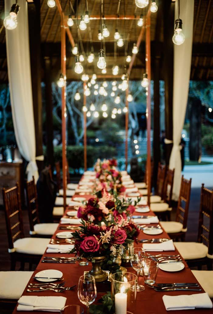 Decoração de mesa comprida no mini wedding