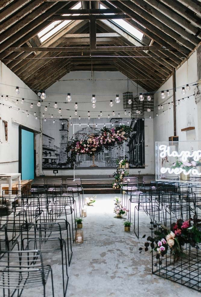 Mini wedding com decoração no estilo industrial