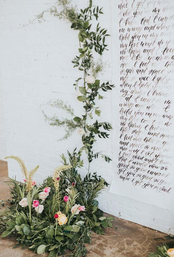 Mensagem dos noivos para os convidados na parede
