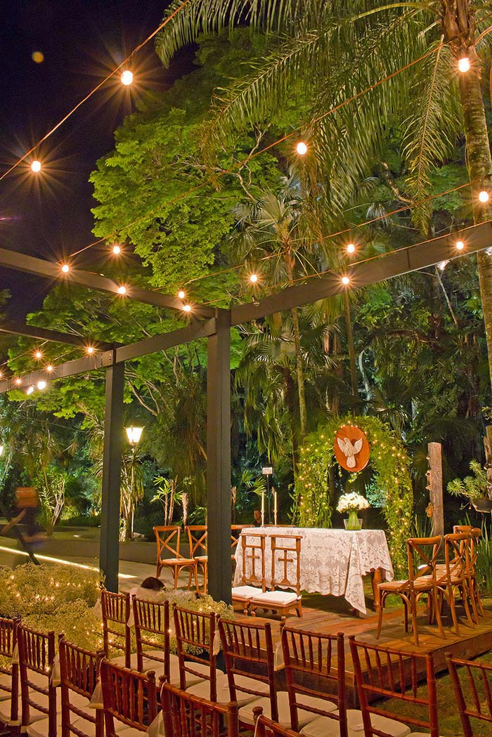 Mini wedding em ambiente aberto a noite