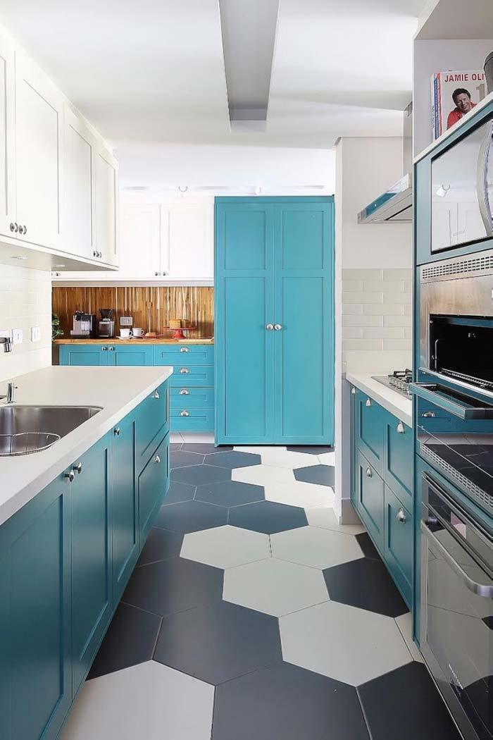 Chão preto e branco realça o azul turquesa dos armários