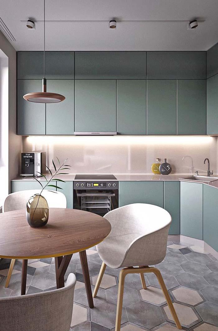 Um galhinho no vaso dá o toque decorativo dessa cozinha clean