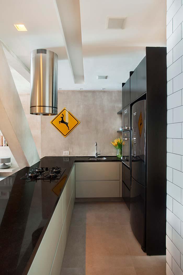 Cozinha decorada com placa de trânsito