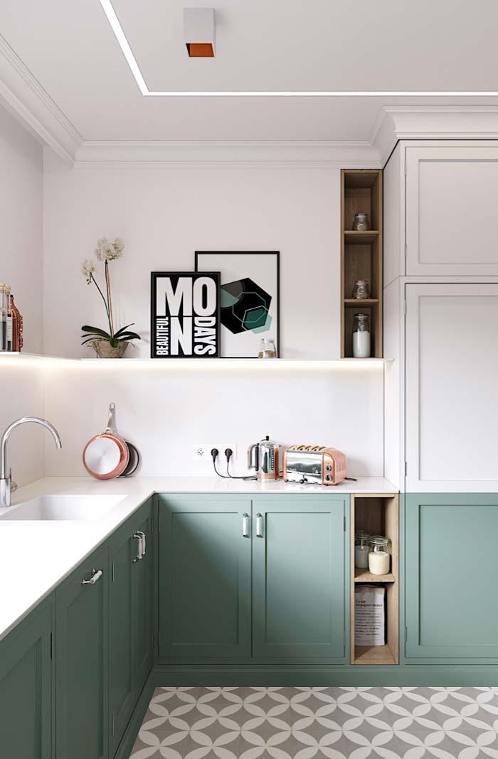 Cozinha cheia de objetos decorativos