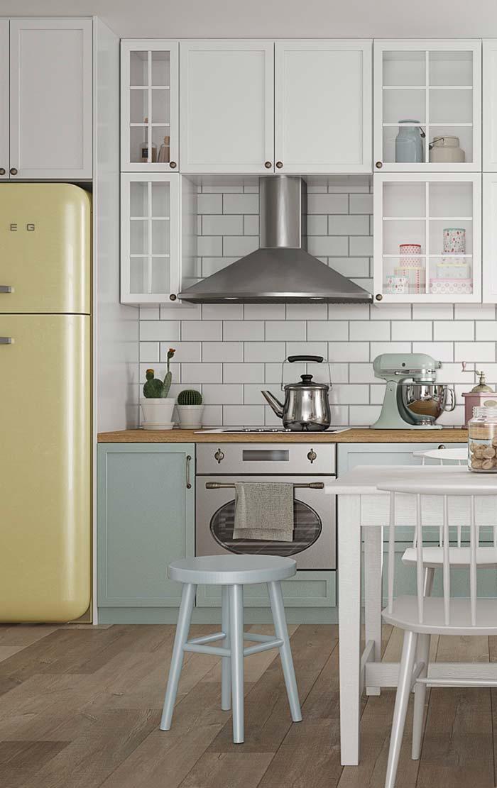 Decoração de cozinha com tons pastéis e objetos retrôs