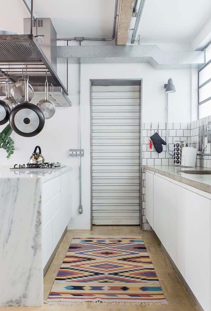 Panelas à vista na cozinha