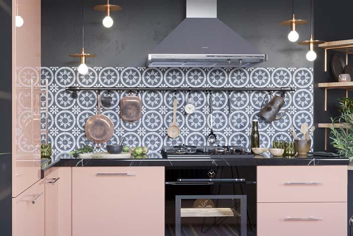 Cozinha de estilo romântico decorada com um toque vintage