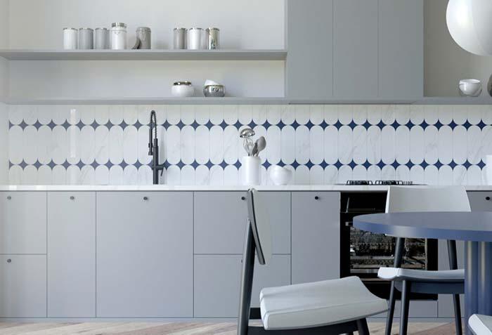 Sem muitos objetos decorativos, essa cozinha se destaca pelos móveis