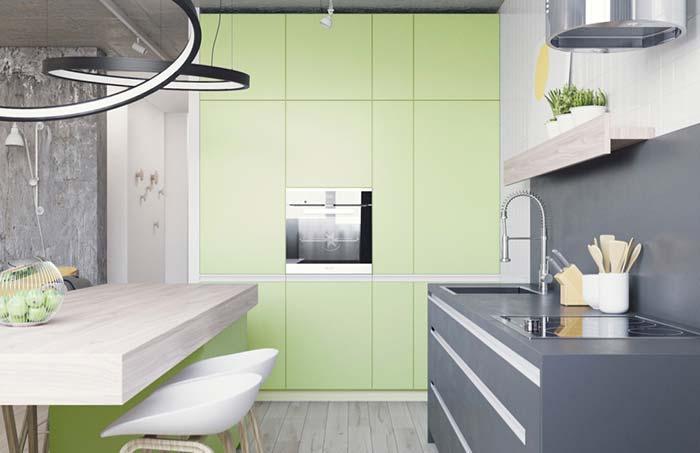 Verde abacate dos armários deixa a cozinha suave e delicada