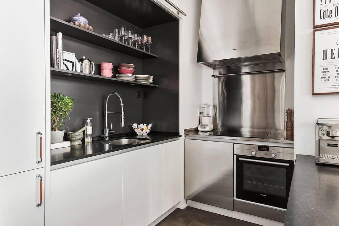Os próprios utensílios da cozinha decorada podem compor a decoração