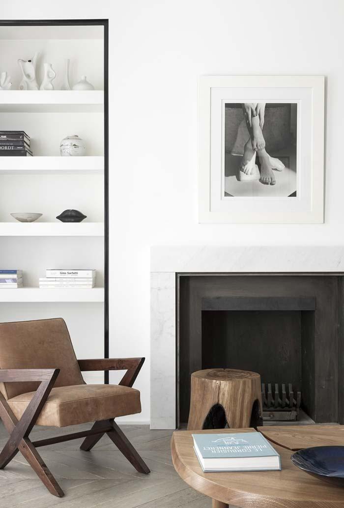 Ambiente contemporâneo com um estilo rústico com lareira