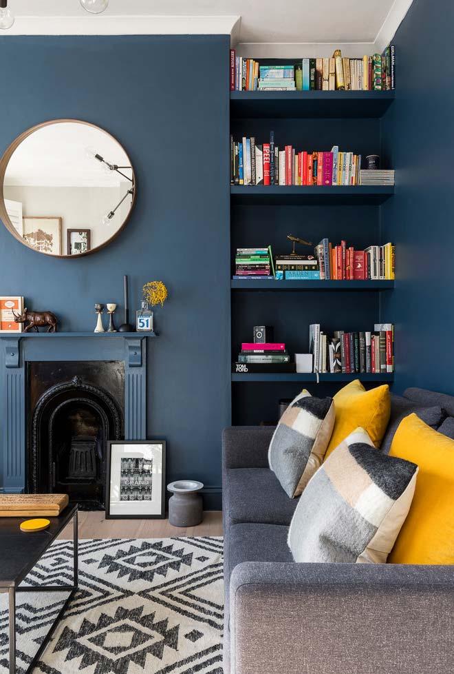 Sala com lareira de design mais clássico