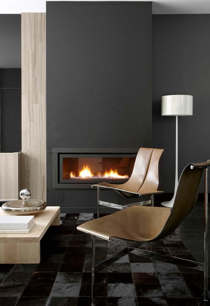 Ambiente sofisticado em preto e madeira