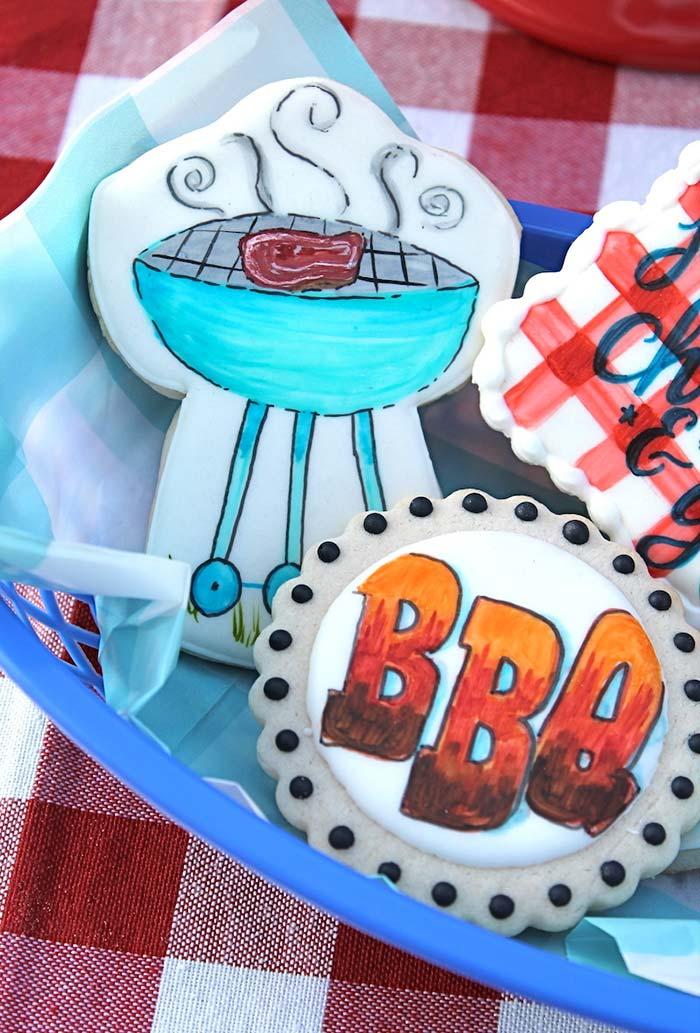 Biscoitos amanteigados decorados com o tema churrasco