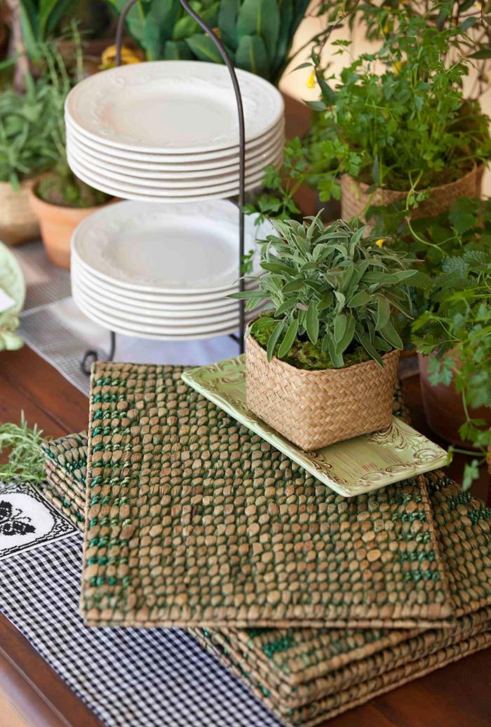 Plantinhas e ervas aromáticas na decoração do churrasco