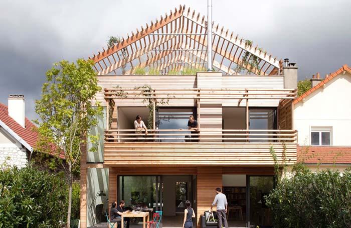 Estrutura de pergolado no teto verde
