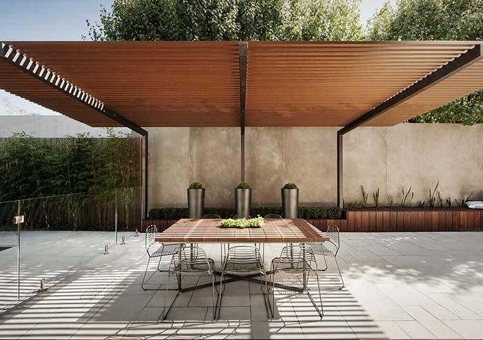 Pergolado de madeira traz sofisticação à área de estilo moderno.