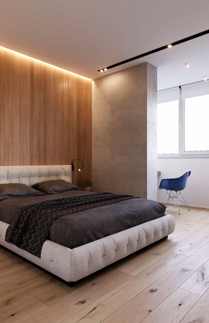O rasgo no teto para receber os spots deixou o quarto mais moderno