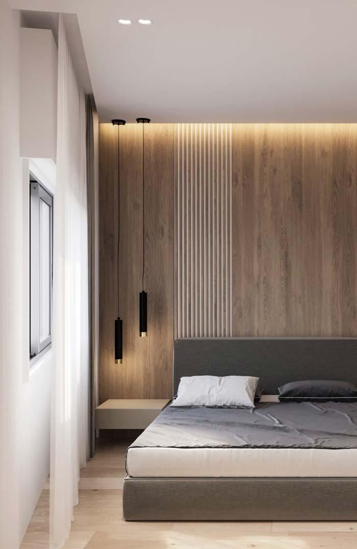Painel de madeira foi valorizado pela iluminação da sanca invertida