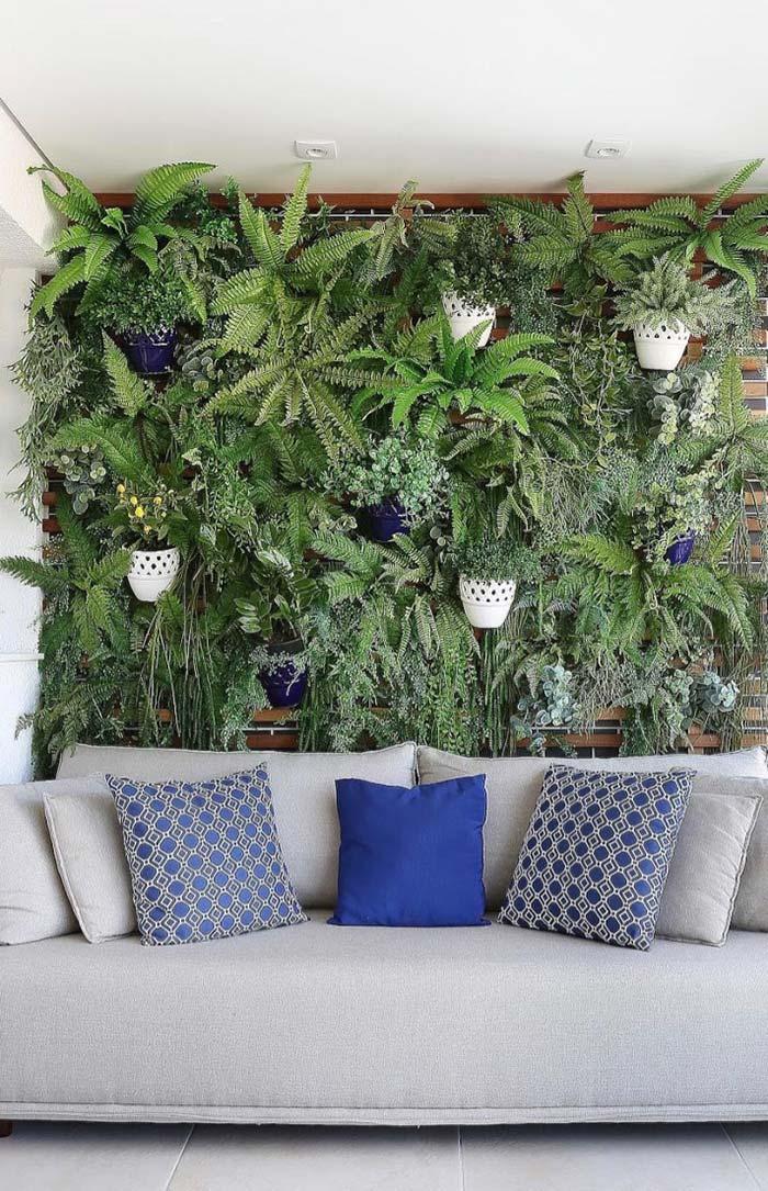 Um jardim tropical na parede da sala