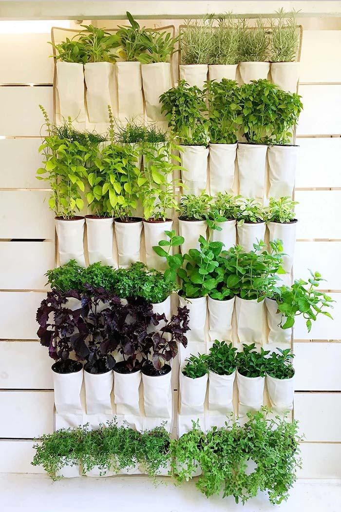 Horta vertical feita de pano
