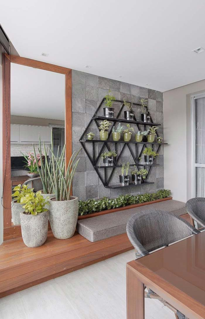 Horta vertical em formato de hexágono