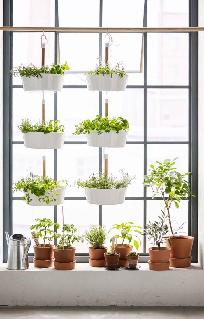 Horta vertical iluminada