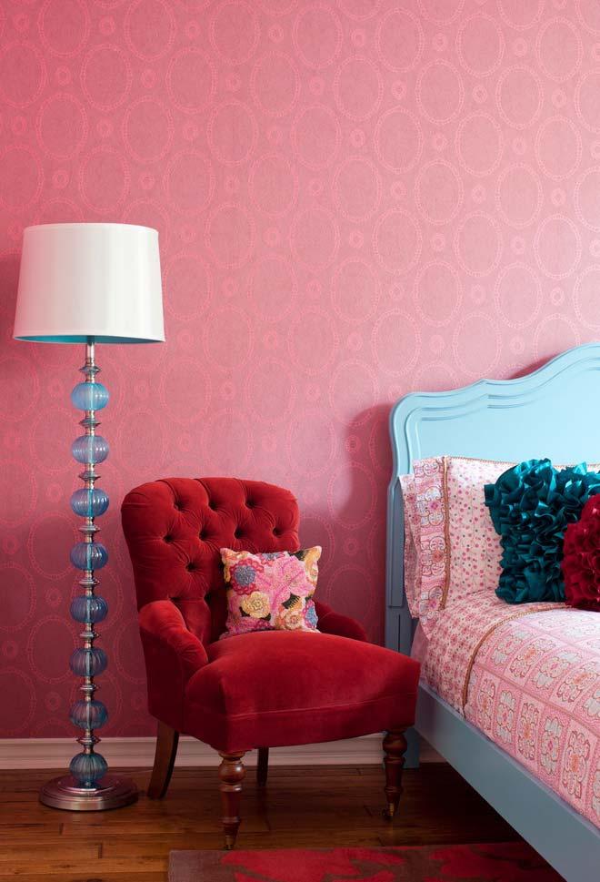 Quarto rosa pink e outras cores vibrantes
