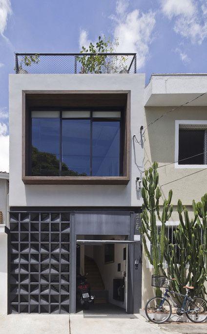 Modelo de casa fechada pelo muro e portão