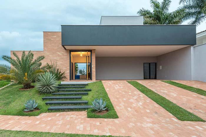 Modelo de casa com entrada valorizada