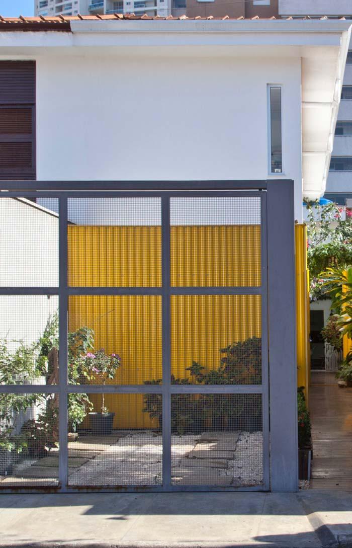 Amarelo para realçar a fachada do modelo de casa
