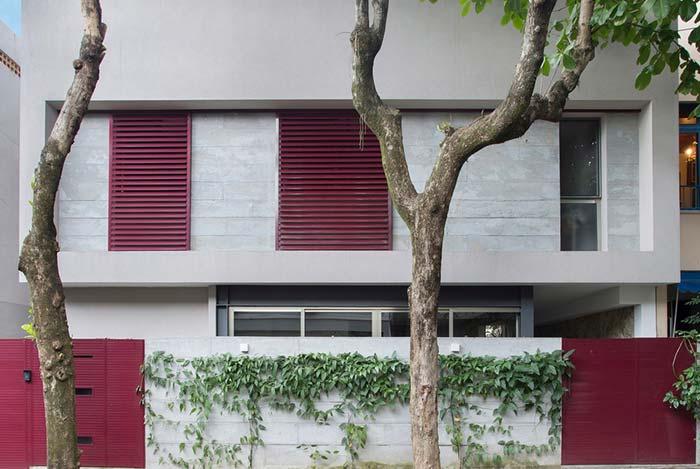 Casa com 3 quartos e revestimento em cor de concreto