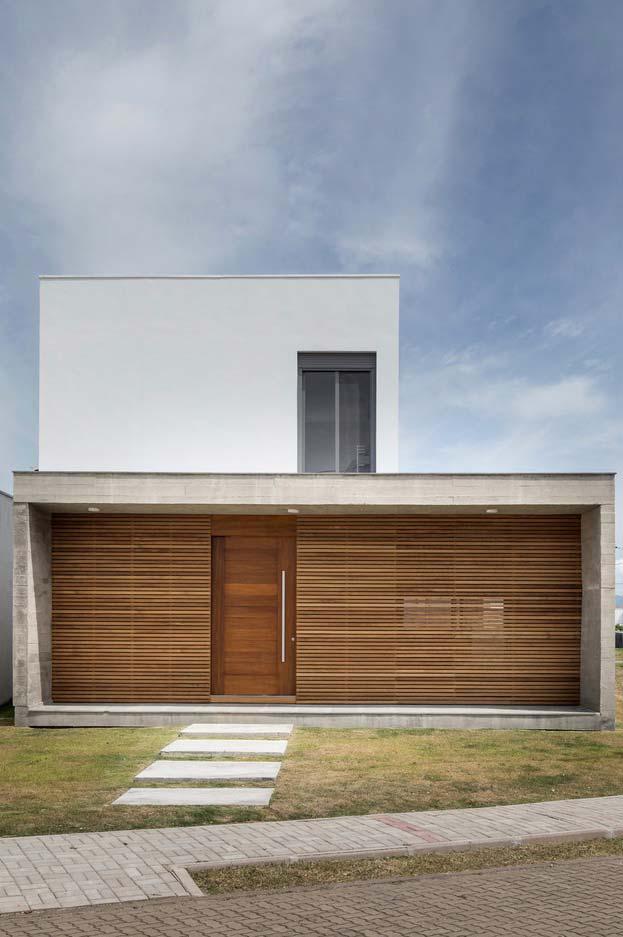 Modelo de casa em madeira e concreto