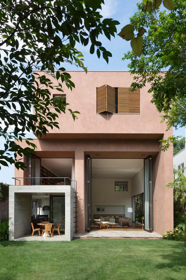 Pintura rosa na fachada do modelo de casa