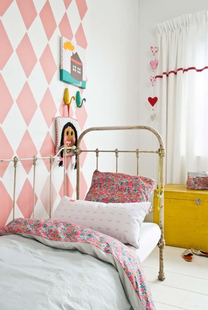 Papel de parede na área da cama