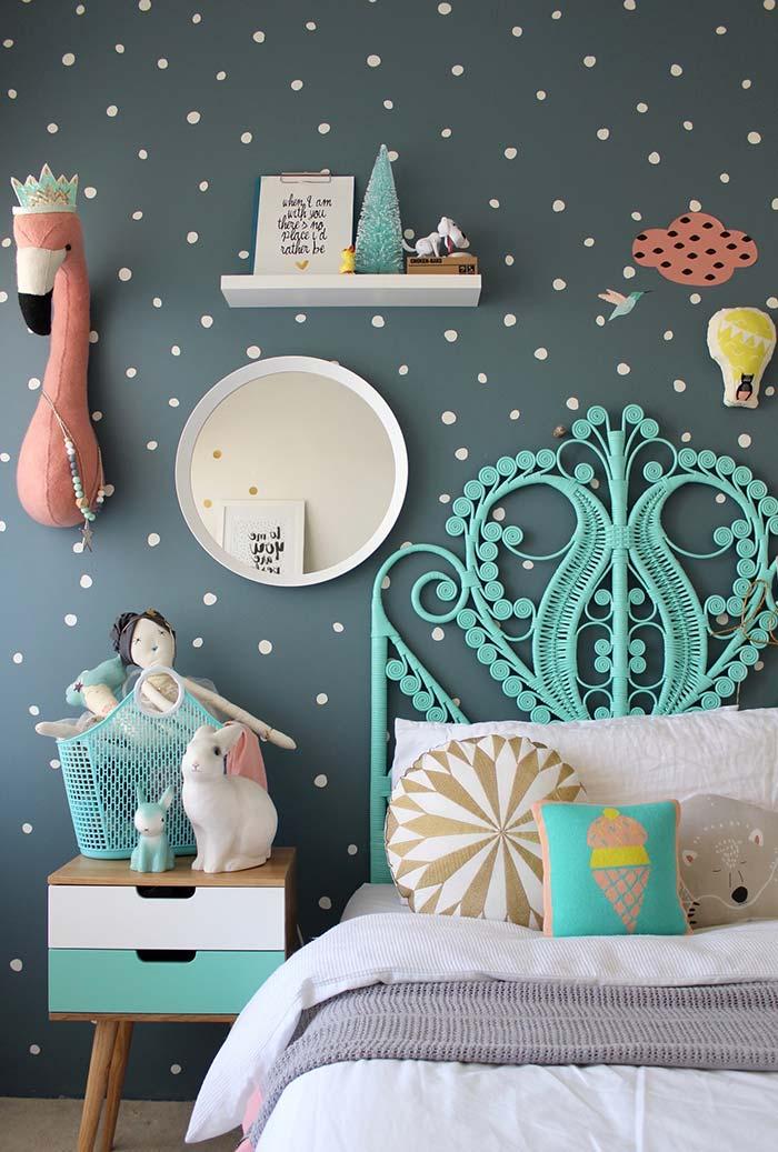 Azul turquesa e coral na decoração do quarto infantil feminino