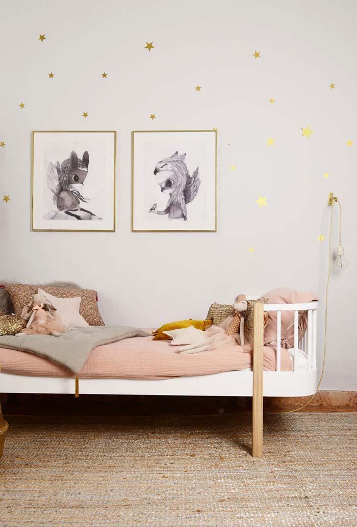 Cinza, rosinha e dourado no quarto infantil feminino