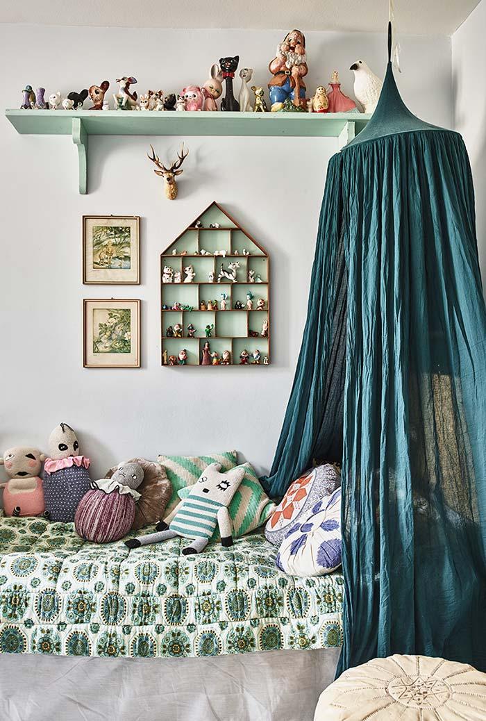 Quarto com cortina para cama