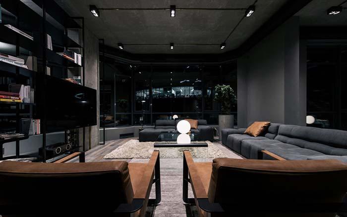 Preto para criar um ambiente sóbrio e moderno ao mesmo tempo.