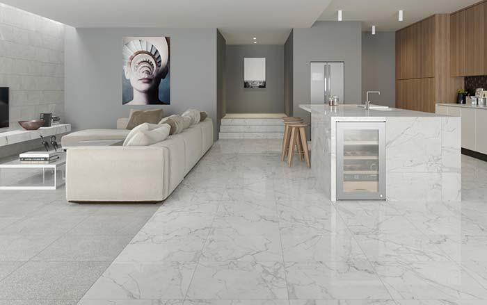 Piso e balcão com mármore branco Calacatta
