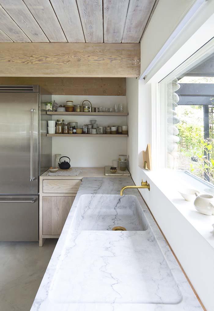 Bancada e cuba feitas em mármore branco Carrara